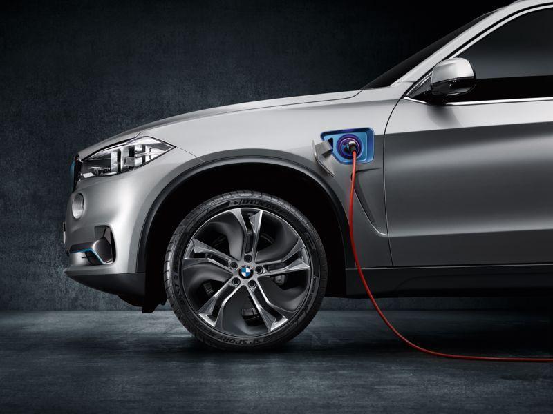 BMW Concept X5 eDrive - polnilno mesto
