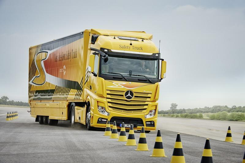 Shaping Future Transportation 2015 – Campus Safety – Active Break Assist 3; Mercedes-Benz Actros Safety Truck