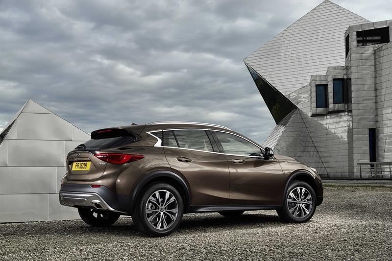 infiniti-qx30-debuts-in-la-looks-like-a-jacked-up-hatchback-photo-gallery_2