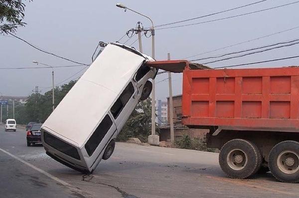 unexplainable-driving-fails-10